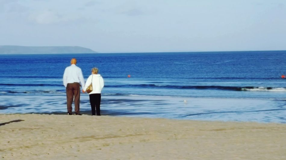 Sea Water Horizon Over Water Leisure Activity Beach Rear View Day Shore Ocean Outdoors Weekend Activities Vacations Sky Eyeem Market Eye4photography  Eye4photography  Check It Out Pentewan Cornwall Uk Cornwall Walks Cornwall Tourism Coastline Beach Walk Couple - Relationship Couples❤❤❤