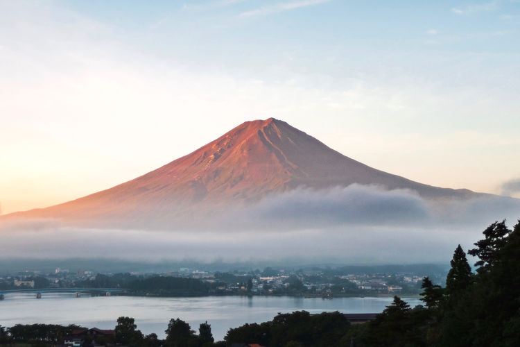 Mt. fuji that looks red in the morning sun