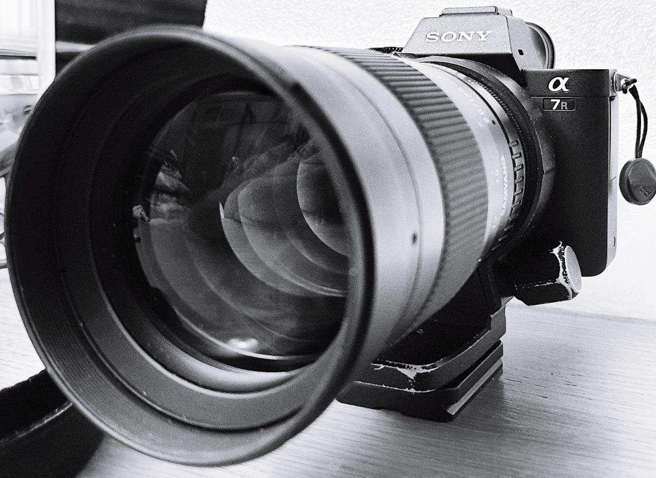 technology, close-up, photography themes, indoors, camera - photographic equipment, photographic equipment, equipment, camera, no people, table, retro styled, lens - optical instrument, still life, digital camera, lens - eye, optical instrument, single object, man made, man made object, modern, antique