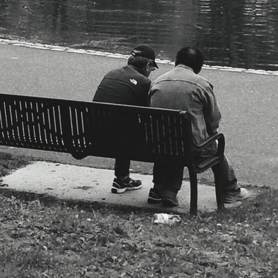 Oldfriends Wise Park Sitting Chatting Conversation Talking Pictures People Strangers Blackandwhite Black And White Blackandwhite Photography Black & White