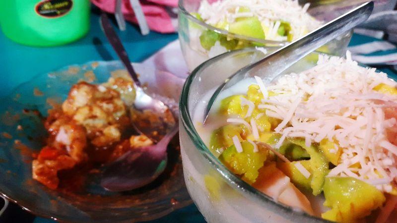 Sop durian ketan alpukat + Batagor! Yummie 😋😋😋 Jakartafood Durian Avocado Ketan Duren Foodporn Indonesianfoodstreet Enjoying Life
