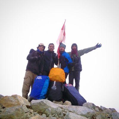 Red white flag, aku cinta indonesia Puncak  Merahputih Goodhiking Summit mtwelirang kerabat carrier