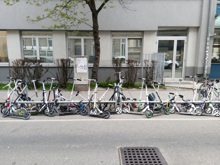 Bewegung Mode Of Transport Parked Parking Roller School Schule Scooter Trasport Vienna Wien