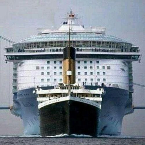 """El """"TITANIC"""".... frente al actual TRASATLÁNTICO mayor del Mundo Titanic Boats Great Boat"""