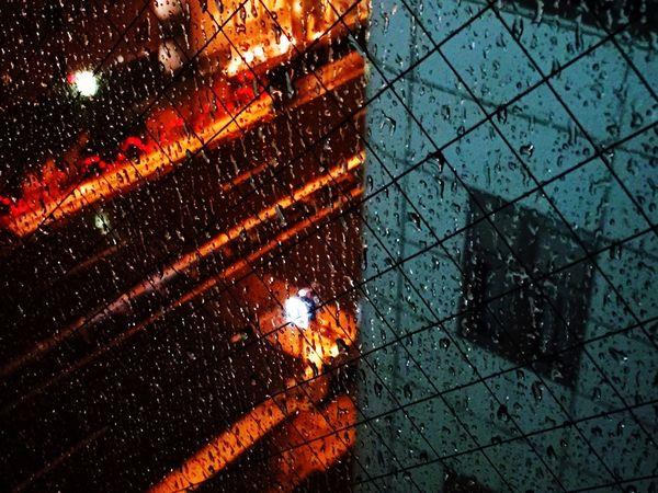 下雨。東京 Travel 趴趴走 EDP。P City 城市城事 窗 水珠 雨 Rain