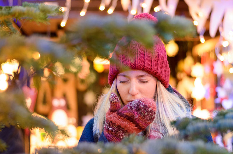 Adult Adults Only Beautiful People Beautiful Woman Beauty Blond Hair Christmas Christmas Tree Headshot Knit Hat Knitted  One Person One Woman Only One Young Woman Only Only Women Outdoors People Portrait Smiling Tree Warm Clothing Winter Women Young Adult Young Women