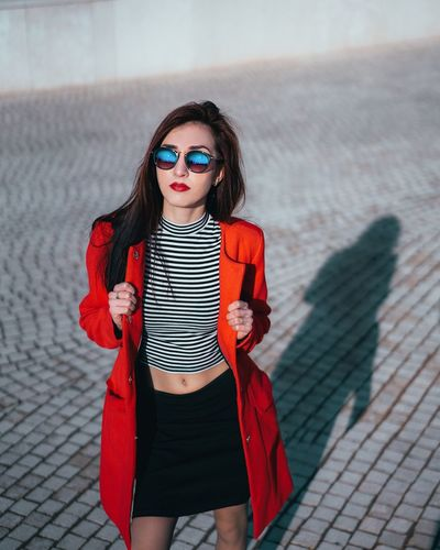 Model Young Adult One Person Young Women Three Quarter Length Fashion Casual Clothing Outdoors Real People Standing Portrait Lifestyles Beautiful Woman Day Leisure Activity Looking At Camera City Beauty One Young Woman Only Red Fashion Model
