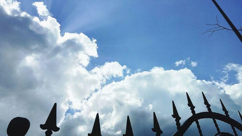 Yine bir gökyüzü çekimiyle sizletleyiz 😁 Sky And Clouds Blue Sky Gökyüzümavi Bulutlar