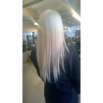LOVIN' my new hair soo much! 💜👱😁Thanks to the wonderful @lerouxhair Platinum Blonde Blue Eyed Babe Lhdc Moderncollegeofhair Love My New Hair Amazing Stylist Ootd Instahair Strighthair Beautiful Hair fashion Bhbeautyselfie