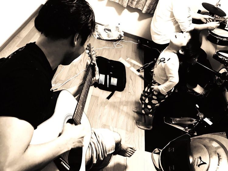 Music Musician Arts Culture And Entertainment Jam Playing Indoors  Toghetherness Guitar Yamaha Human Hand Kid Portrait Iphonephotography Aomori Photooftheday Whoami Be. Ready. 세계 EyeEmNewHere Modelboy BoysBoysBoys Artists Blackandwhite Monochrome Musical Instrument
