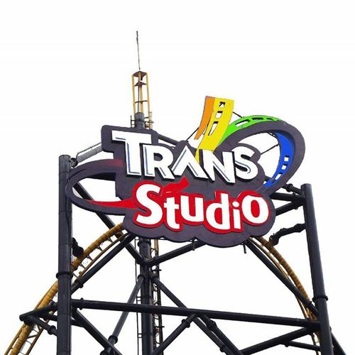 Trans Studio In Different Imajination Too White edition wkwkwk Just A Big Logo On A Big Building