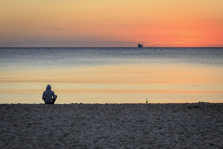 Adult Beach Beauty In Nature Full Length Horizon Over Water Leisure Activity Lifestyles Men Nature One Man Only One Person Outdoors People Real People Sand Scenics Sea Silhouette Sky Standing Sunset Tranquil Scene Tranquility Vacations Water