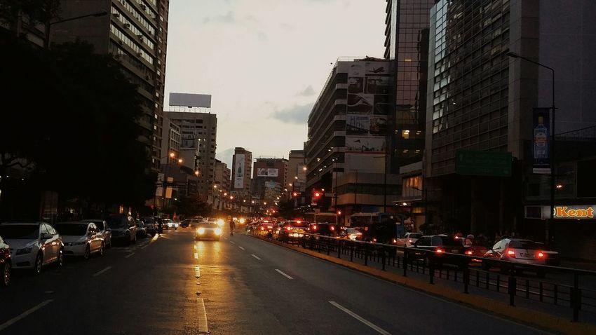 Cae la noche. Streetphotography Vscostreet Streetlife Vsco_hub Vscodaily Venezuela Caracas City The Street Photographer - 2015 EyeEm Awards