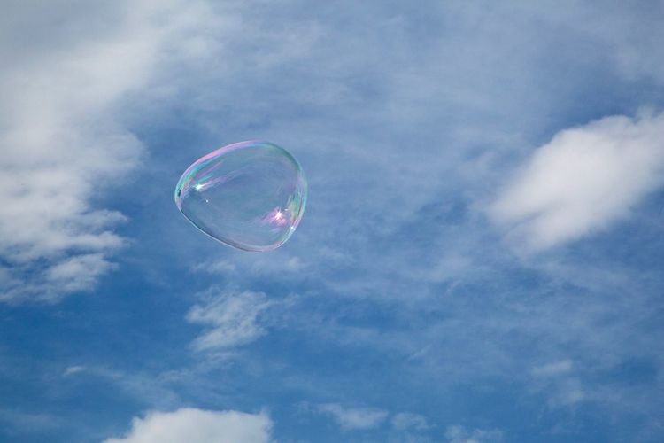 EyeEm Best Shots Barcelona Cloud - Sky Mid-air Bubble Soap Sud Nature Fragility Sky Flying No People Sphere Outdoors Shape