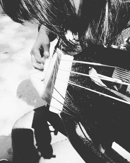 Aprendiendo a tocar guitarra con @Leo Itsukanegai Itsuka Itsu Learning NeverStopLearning Learningmusic Sugoi Sugoii