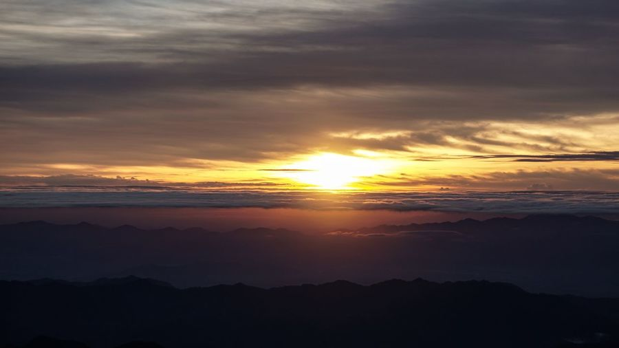 Mt. Pulag sunrise Sunrise Mt.pulag Philippines Sony A6000 Sonyalpha Sonyphotography Mirrorless Sonycamera Kitlens Beauty Power In Nature Horizon Moody Sky Dramatic Sky Romantic Sky Cloudscape