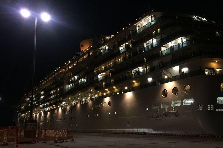 豪華客船 浮かぶマンション 動く商業施設 ってくらいどデカかった。