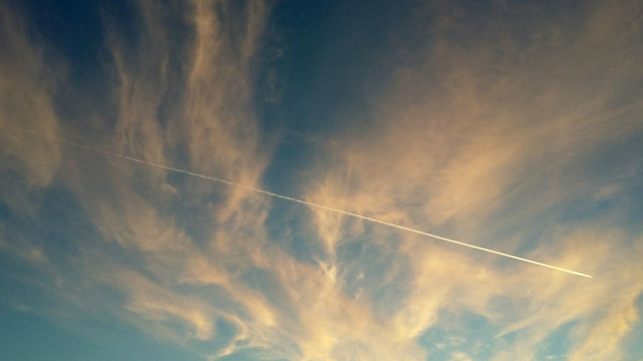 vapor trail, contrail, white, majestic, low angle view, scenics, nature, beauty in nature, blue, sky, no people, day, outdoors