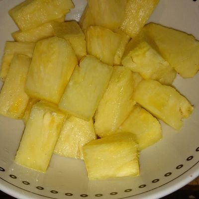 100happydays Day14 fresh fruit!! Pineapple!! Yum yum!! My fav!!