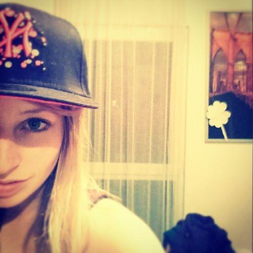 Bilderenstehenauslangeweileoderumerinnerungenzubehalten Boyfriendscap Girl BlueEyes inlove Happy blackcap picture Photographie