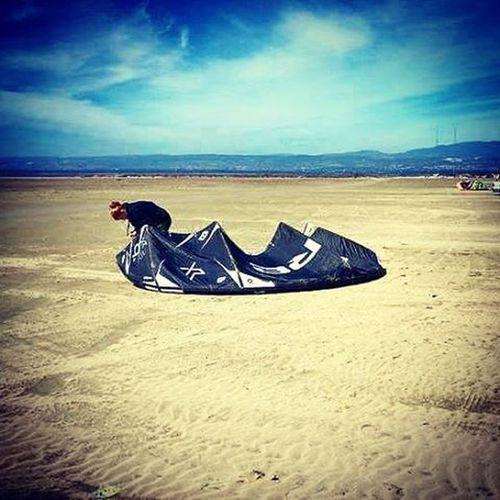 Gettingready Kite Amazing Kitesurf Kiteboarding Beach Desert Core Wind Slovakgirl Dnessportujem Sport Active Kitesurfing Passion Fit Picoftheday Sea Nature Traveling