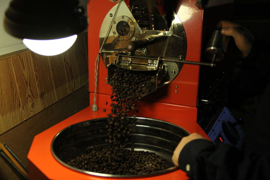 Hand Drip Coffee Coffee Roasting Coffee Roasters Food And Drink Spraying One Person Drink Water Mixing Close-up Freshness Day Food Preparation  Machinery Working Occupation Preparation  Indoors  Real People