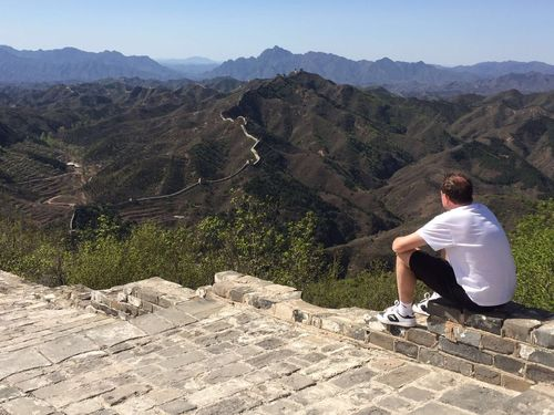 TakeoverContrast Mountain Mountain Range Full Length Leisure Activity Tranquil Scene Lifestyles Scenics Beauty In Nature Person Casual Clothing Non-urban Scene Tranquility Nature Idyllic Holding Physical Geography Remote China Chinesewall Wall Of China