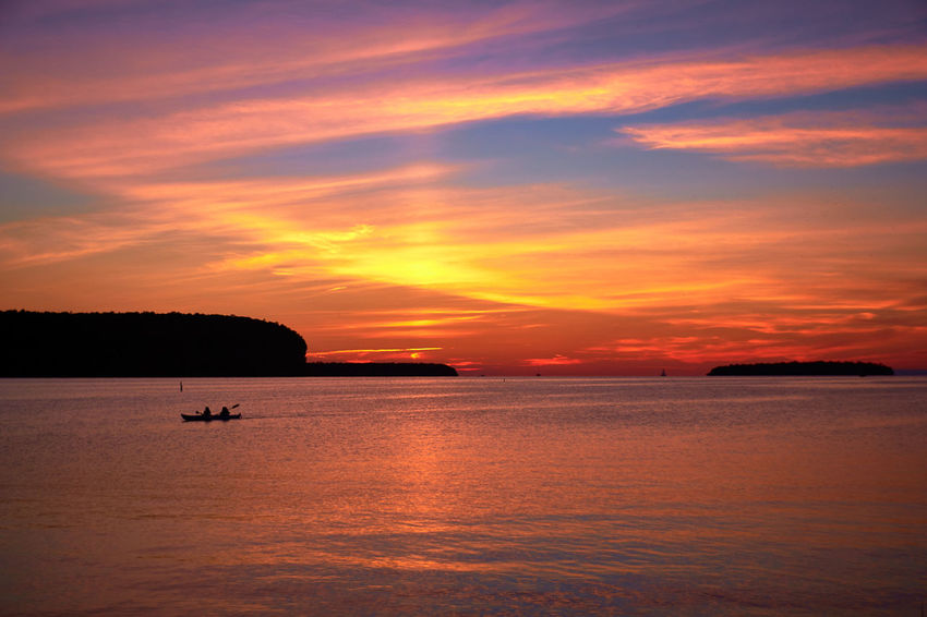 Coastline Colorful Distant Horizon Over Water Lake Light Majestic Orange Color Outdoors Scenics Sea Shore Silhouette Silhouette Sky Sun Sunset Tranquil Scene Water