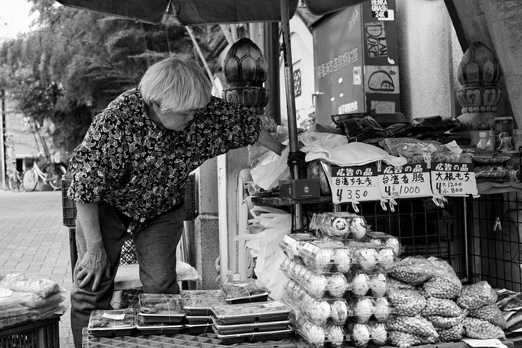 Retail  Real People Small Business One Person Outdoors One Woman Only Old Lady Market 中華街 Exploring Asia Japan_daily_pic Travel Photography The Week On EyeEm Travelblogger Travelblog Japan Photography Travel Destination Travel Destinations Travelgram Yokohama Chinatown Effeintravel EyeEm Selects Streetphotography Blackandwhite Photography