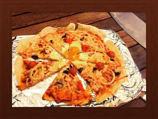 Pizza!!🍕😋 Food And Drink Food Pizza Ready-to-eat Wood - Material Indulgence Homemade Wooden Fast Food Snack Tray Temptation Circle Ipadphotography Italian Foil  Contrast
