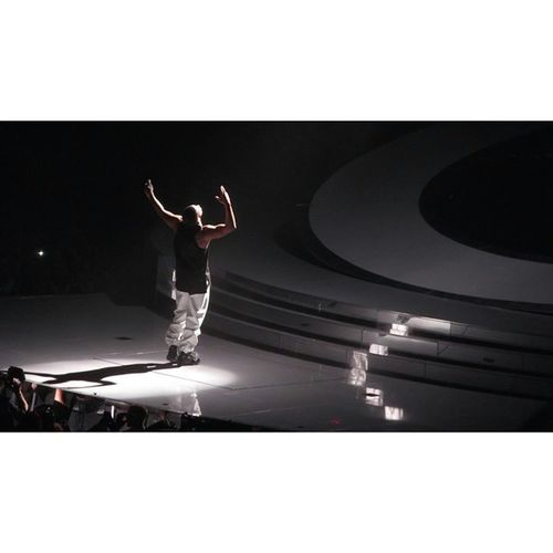 Drake  Drizzy Las_Vegas  Mgm_grand_garden_arena hiphop music throwin_it_up vegas photos wouldyoulikeatour NOV2013 champagnepapi christina pictures ovo concert ticketmaster pics pnd partynextdoor PHOTO RAP MUSIC 1