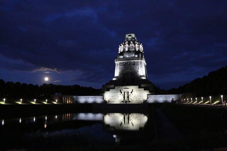 Völkerschlachtdenkmal - Leipzig - Sachsen Night Lights Light Up Your Life Water Reflections Time To Reflect