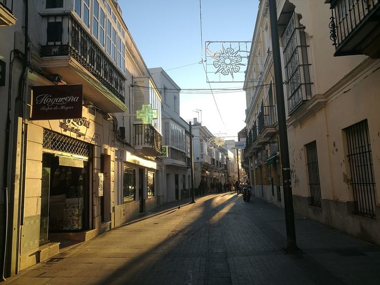 Calle ancha ! Sin Filtros HaweiP9 Sanlúcar De Barrameda Cadiz Naturaleza🌾🌿 Calle Centro Sinfiltroporqueporsisoloeshermoso City Street Architecture Building Exterior Outdoors Travel Destinations No People Built Structure Sky Road Day