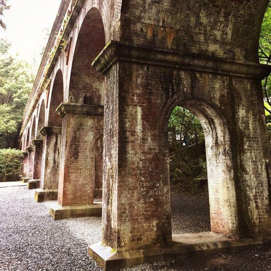 南禅寺 水路閣 / Suirokaku Aqueduct It was built in 1889 and at that time there were some reactions or oppositions, finding its style incompatible with the Temple buildings. Kyoto, Japan