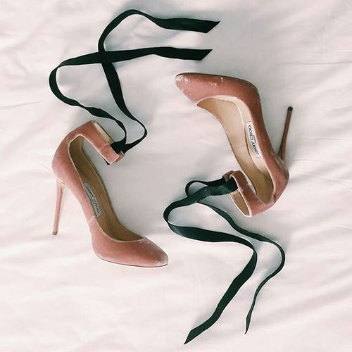 💥THE shoes💥 INeedIt 😍 Jimmychoo ✨👠👠✨   Regram from @collagevintage 🌸🌸🌸