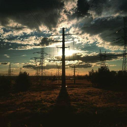 Sun Rising Clouds Blackclouds Electricpole Słońce świeci Chmury Czarnechmury Słupelektryczny Picoftheday Instapic