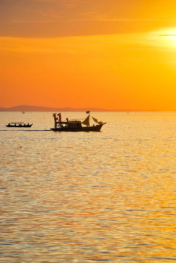 Sunset Sea Silhouette Beauty In Nature Scenics Horizon Over Water Landscape Penyengat Island Eyeem Select Sailing Ship EyeEmNewHere Decorative Ship Sailing Boat PenyengatIsland Boats⛵️ EyeEm Best Edits Stockphoto EyeEm Selects Sailing Tourism Vacations Cloud - Sky Travel Destinations History Ship