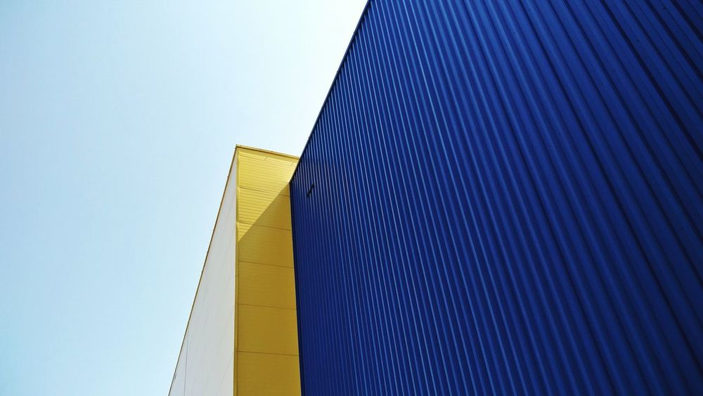 Building Exterior Architecture Low Angle View Modern Outdoors Blue Day No People Sky Asturias The Week On EyeEm Sunny Sunlight Vacations Lasuma Tranquil Scene Sunny Day Texture And Surfaces Spain🇪🇸 Clear Sky Yellow Metal Sheet EyeEm Selects