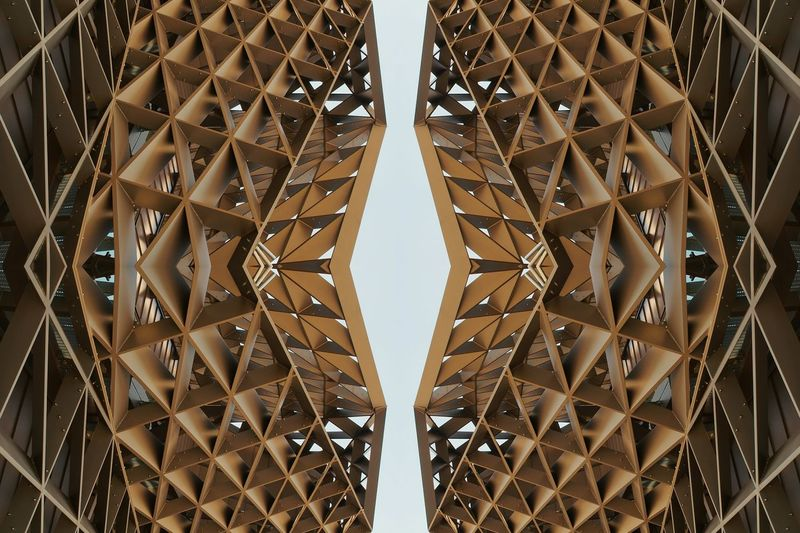 Design Architecture Grid Built Structure Shiny No People Seamless Pattern Metalwork Close-up Outdoors Angles And Lines EyeEm Gallery EyeEm Best Shots Symmetry Geometric Shape Architectural Detail Kaleidoscope Modern Repetition Clear Sky Abstractart