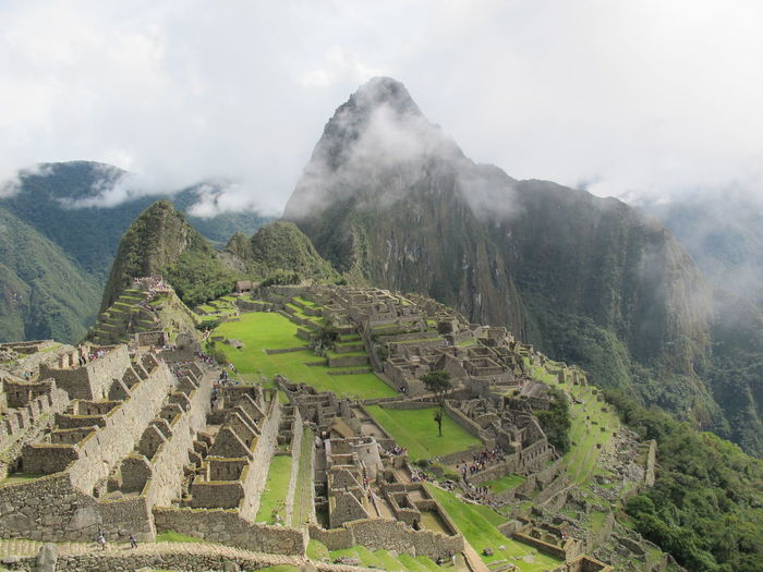 Magnificient view of machu picchu with some clouds above