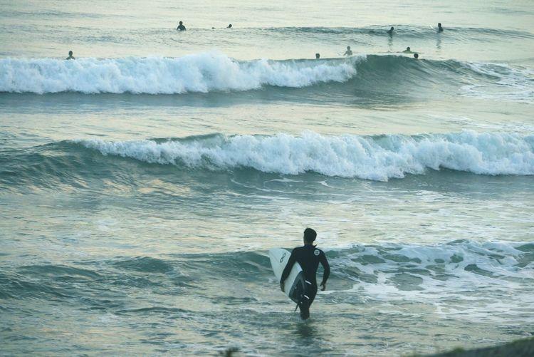 大好きな後ろ姿♡ サーファー サーフィン Surfing Surf Surf Photography Surfingphotography Sunday Morning Sea Beach EyeEm Best Shots Sea_collection Taking Photo Fun Wave