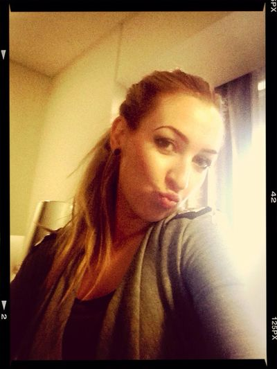 pucker up.... share the love.... KISSES
