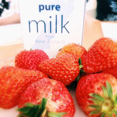 milk strawberry