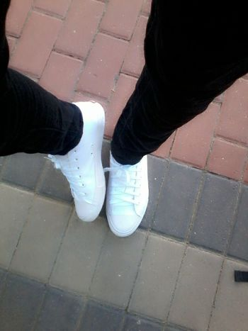 Black jeans and white sneakers...dope! Taking Photos Fashion Check This Out Relaxing