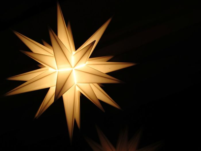 Starlight Star Christmas Decorations Simplicity Window Reflection Reflection Close-up Canon Still Life Winter Illuminated Illuminations Festive Celebration Gold Canon Interior Design Christmas Lights Seasonal Decorations Minimalism Minimalobsession Holiday Moments
