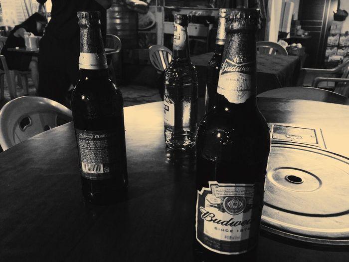 一夜同帮友畅谈~~很多时候我们能拥有的是那几杯满满啤酒的释怀~~ 朋友 宿醉 大排档 喝酒