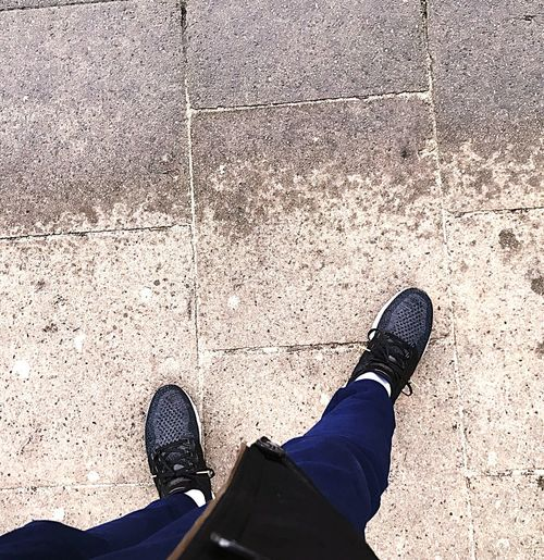 Which Side? Dry Place Wet Spot Rainy RainyDay Rain Weather Adidasultraboost Adidas Goldmedal Ultraboost Boden Follow Followtheleder Picoftheday Picture Photography Photo Dailypic Dailyphoto Streetphotography Streetart Dailymotion Lifestyle Art Is Everywhere The Street Photographer - 2018 EyeEm Awards