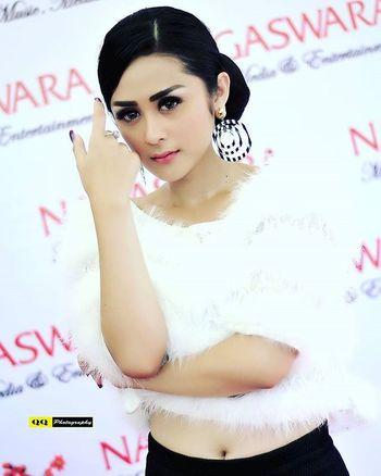 Selvi Kitty @selvikitty Nikon Nikon_owners Nikonphotography Nikonindonesia Nikond300s Photoshoot ArtisIndonesia Nagaswaraid