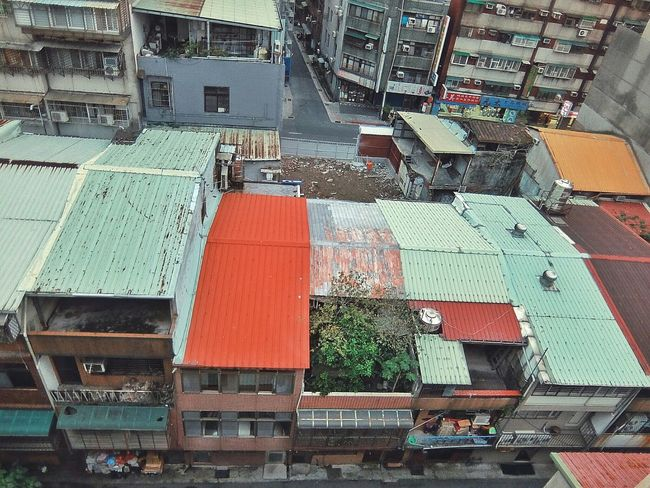 A Bird's Eye View From My Point Of View Looking Down Urban Exploration Illegal Extensions Old House Old Buildings The Changing City Roof Architecture 屋根 Roof 屋頂 Color Palette Urban Urban Geometry Urban Landscape Landscape Landscapes Light And Shadow Street Photography Streetphotography Streetphoto_color Eye4photography  EyeEm Best Shots 2016.01.31 at 洛陽停車場 in 萬華區 Taipei,Taiwan