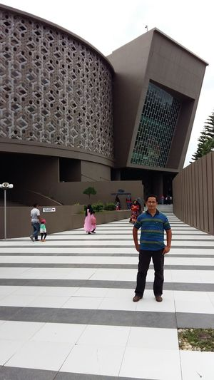 Infront of Atjeh tsunami museum, Banda Atjeh Museum Hanging Out Samsung Galaxy A5 INDONESIA